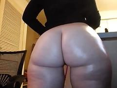 19 Years Old Whooty Oiled Pawg...