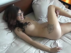 Latina girlfriend giving head