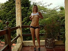 xhamster Enticing woman loves sharing her...