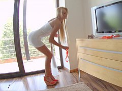 Long legged blondie Ivana Sugar...