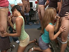 College in blowjob party