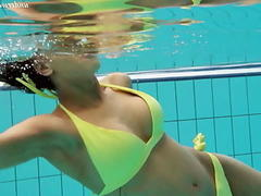 xhamster Zlata Oduvanchik underwater...
