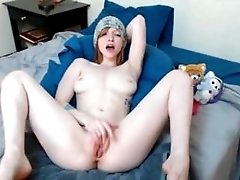 Cute camgirl. Lucie LIVE on...