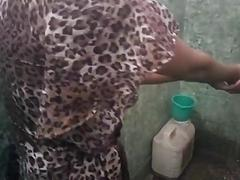 Sexy Indian college girl bathing...